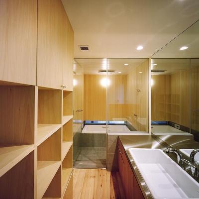 バスルームと洗面 (杉の家|杉格子の中庭のある家)