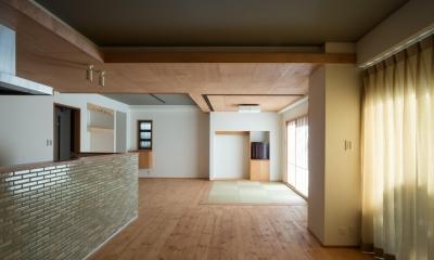 パントリーを備えたキッチンのある家:『杉田のリノベーションA』 (リビング)