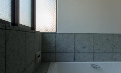 パントリーを備えたキッチンのある家:『杉田のリノベーションA』 (浴室)
