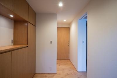 玄関 (パントリーを備えたキッチンのある家:『杉田のリノベーションA』)