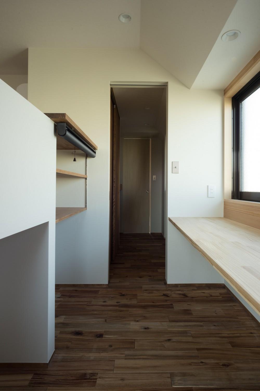 椅子にもなる小上がりのある家:『杉田のリノベーションB』 (趣味室)