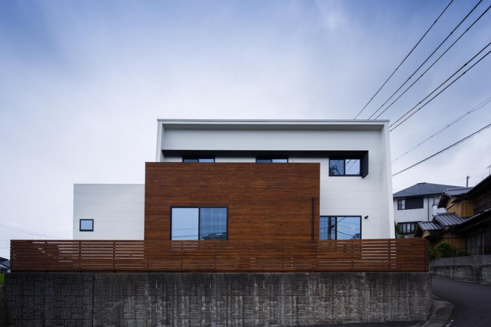 TAKINAI HOUSE-E (白と木の外観)