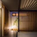 木格子のある玄関前スペース