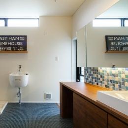 ブラックボードのある洗面室