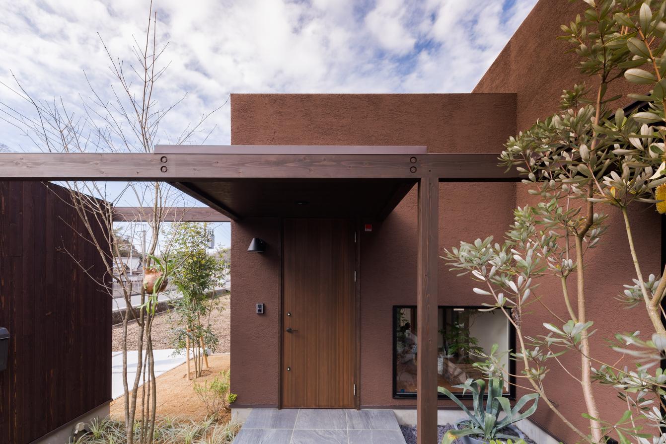 上富田町平屋の家 H邸の部屋 植栽のある玄関