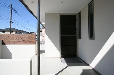 赤坂町の平屋~平屋を活かした高天井のある住まい (玄関ポーチ)