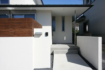 赤坂町の平屋~平屋を活かした高天井のある住まいの部屋 玄関アプローチ