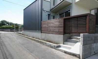 あきる野の小さな家~狭小地に佇む住宅の豊かな内部空間 (外観)