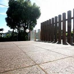 あきる野の小さな家~狭小地に佇む住宅の豊かな内部空間 (テラス)