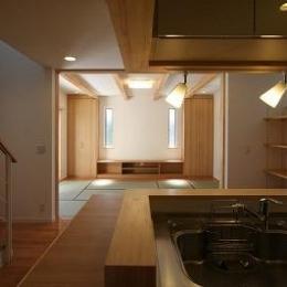 あきる野の小さな家~狭小地に佇む住宅の豊かな内部空間
