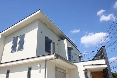 あきる野の小さな家~狭小地に佇む住宅の豊かな内部空間の部屋 外観
