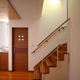 大庇の家~水平に伸びる大庇と通りに面した楽しい壁面