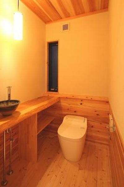 和小屋の家~大工のこだわりを活かした住まい (トイレ)