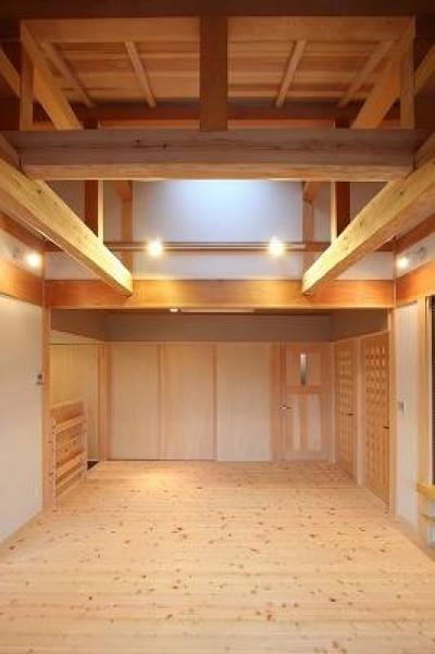 和小屋の家~大工のこだわりを活かした住まい (和小屋と無垢板のリビング)