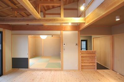 和小屋の家~大工のこだわりを活かした住まいの部屋 和小屋と無垢板のリビング・琉球畳の和室
