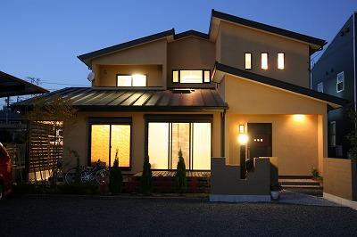和小屋の家~大工のこだわりを活かした住まいの部屋 外観 夜景