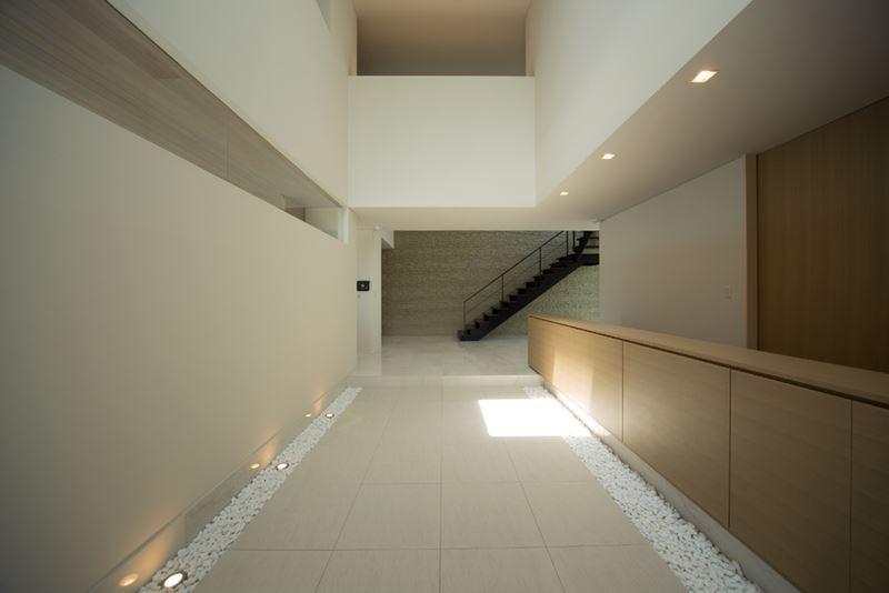 煙樹の家・K邸の部屋 広々としたエントランスホール