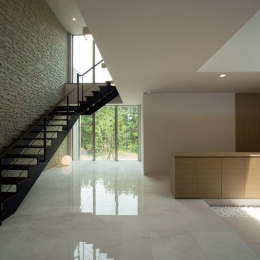 煙樹の家・K邸 (モダンなエントランスホールの階段)