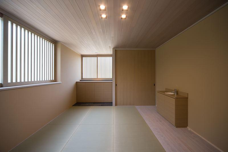 煙樹の家・K邸の部屋 温もりのある木格子のある和室