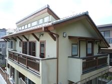 下北沢の家=東京都 瓢箪邸の部屋 招き屋根のハイサイドライトの風の道