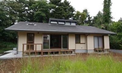 大地に接するような平屋の木の家|伊豆高原の家=静岡県 音楽ホールのような家