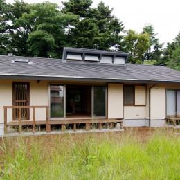 伊豆高原の家=静岡県 音楽ホールのような家 (大地に接するような平屋の木の家)