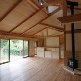 採光と通風のためのハイサイドライトのある空間 (伊豆高原の家=静岡県 音楽ホールのような家)