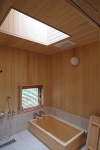伊豆高原の家=静岡県 音楽ホールのような家の写真 広々した浴室