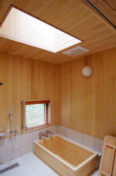 広々した浴室 (伊豆高原の家=静岡県 音楽ホールのような家)