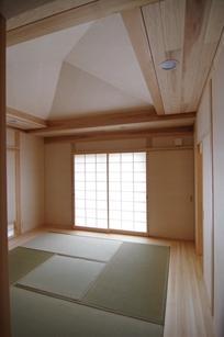 伊豆高原の家=静岡県 音楽ホールのような家の部屋 落ち着く和室