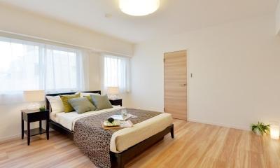 淡い木目が繰り成す、優美で都会的なアーバン・スタイル (寝室)