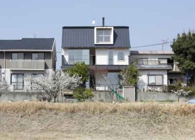 風の生まれる家 (風を吹き出す形の外観)
