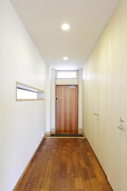 風の生まれる家の部屋 採光溢れる玄関