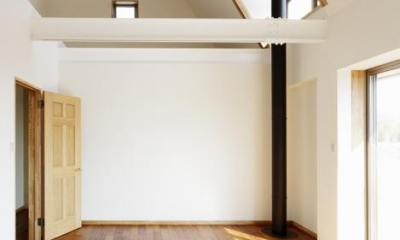 風の生まれる家 (風と光を取り入れる窓のある空間)