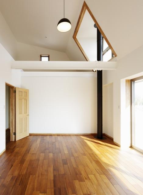 風の生まれる家の部屋 風と光を取り入れる窓のある空間
