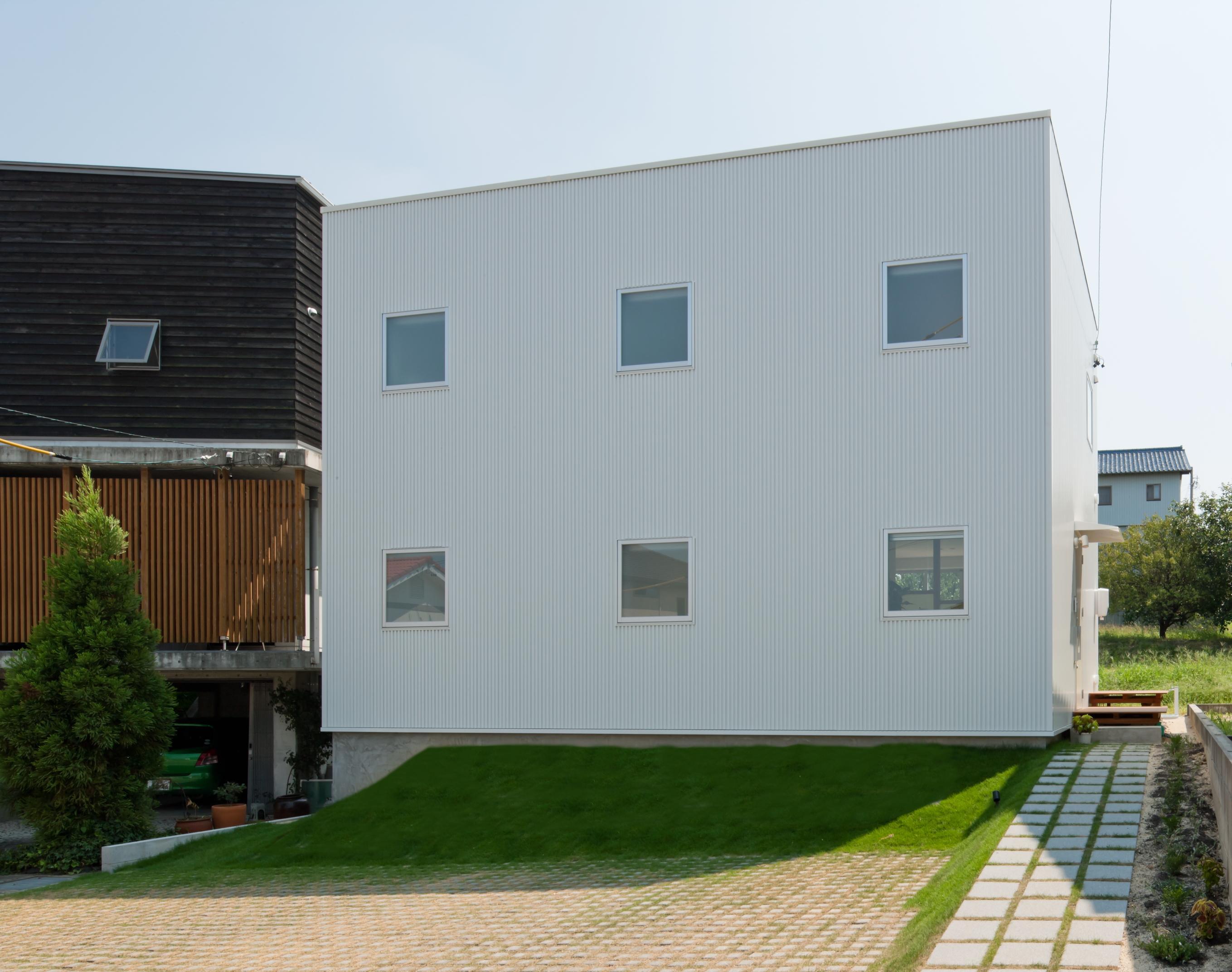 home HRの部屋 白いキューブ型の外観 1