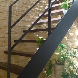 宝塚高台に建つリゾート住宅 (オープン型階段)