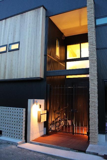宝塚高台に建つリゾート住宅の部屋 玄関ポーチ・外観