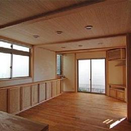 田園調布の家=東京都 光と風と子供たちを招く家 (キッチンからリビングの眺め)