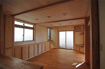 田園調布の家=東京都 光と風と子供たちを招く家の部屋 キッチンからリビングの眺め