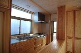 田園調布の家=東京都 光と風と子供たちを招く家 (子供達も料理に参加できるオープンキッチン)