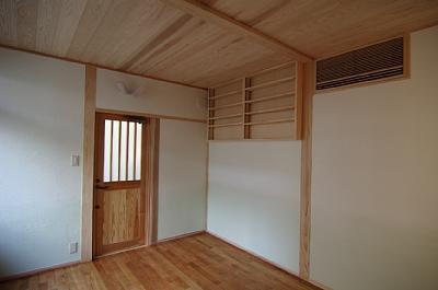 田園調布の家=東京都 光と風と子供たちを招く家の部屋 床から天井に向けて薄くしたグラデーションした書斎