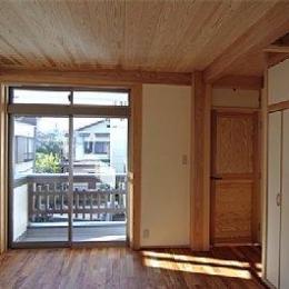 田園調布の家=東京都 光と風と子供たちを招く家 (造作棚のある寝室)