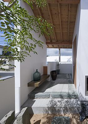 K邸 H19の写真 青石を玄関やポーチの敷石として再利用