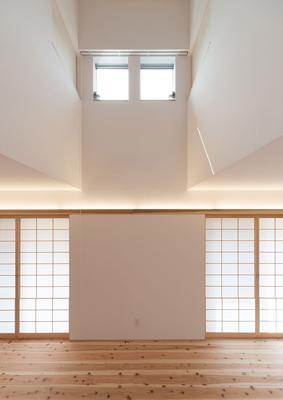 H邸 RE16の部屋 光が差し込む天窓