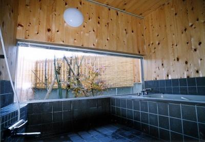 雁木のある家 (浴室)