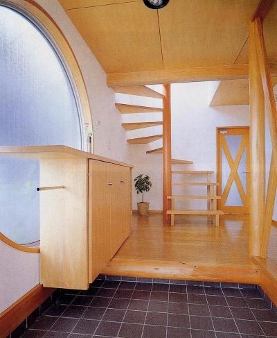 浮遊ルーフの家 (玄関)