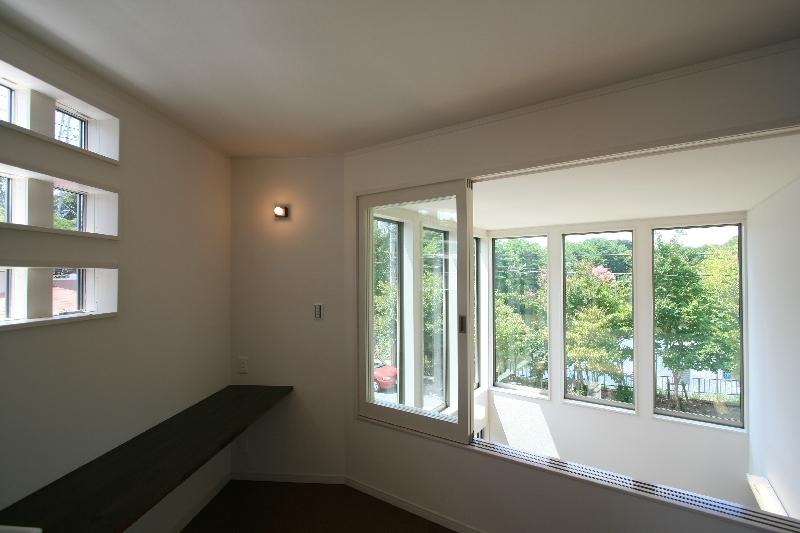 光の箱~水辺の行灯~の部屋 2階から吹き抜けを望む