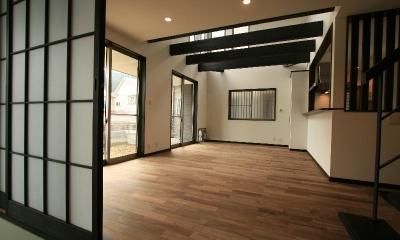 けやき坂の民家 (白壁に映える黒い梁のあるLDK・和室)