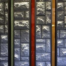 大阪城を望む都市型住宅 (縦長のスリット窓)